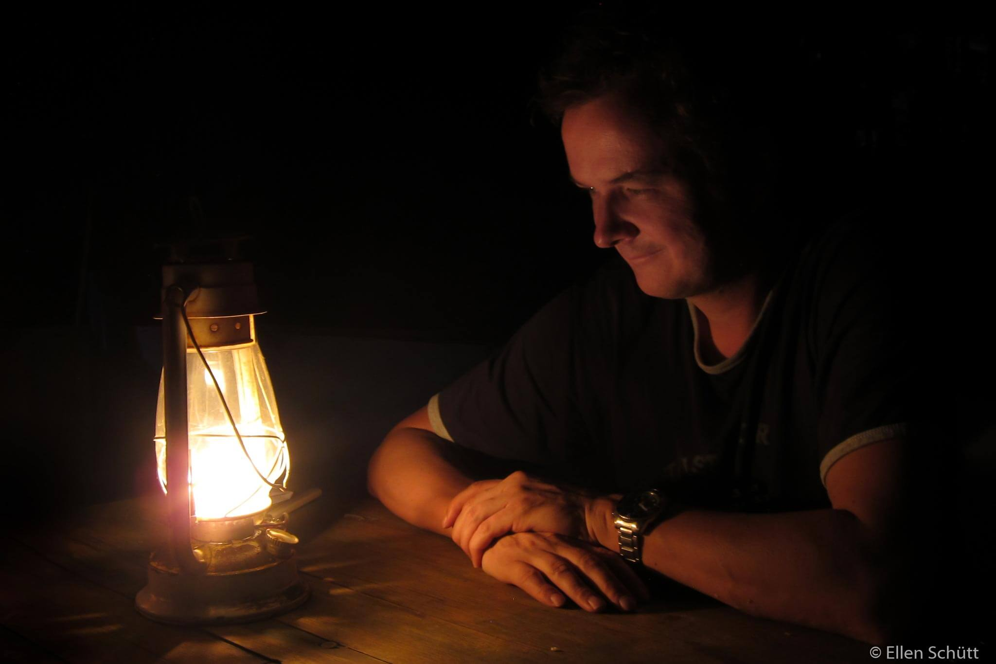 Picture of Tino Brandt on the petroleum lamp