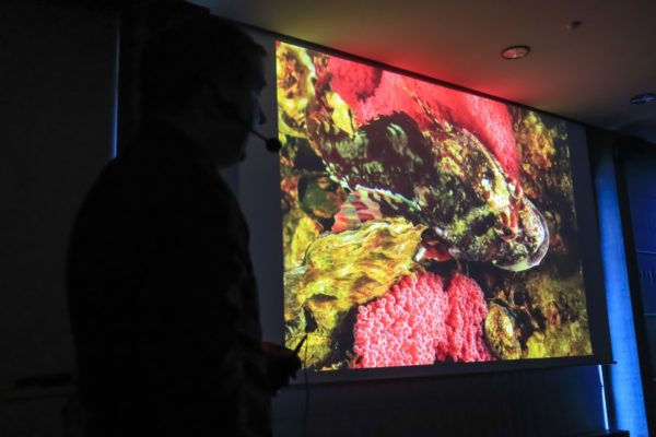Tino Brandt toont zijn foto's op de Chemnitz UW-Foto-Video-Treff 2018.